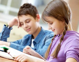 enfants motivés à apprendre grâce à l'hypnose